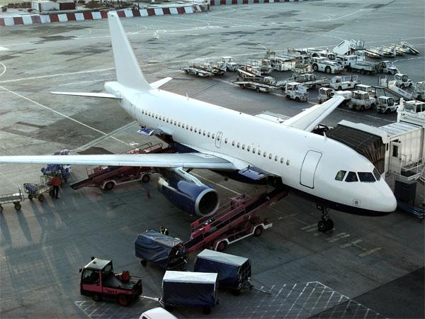 flybilletter og lufthavn